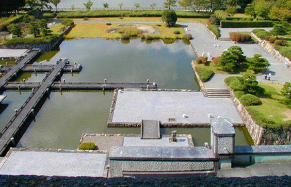 אדריכלות נוף יפנית   כתב: אריה קוץ